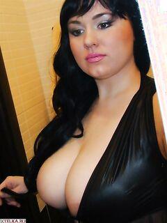 Грудастые мамочки обнажили сиськи - секс порно фото
