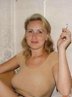 Мужья фотографируют своих сексуальных жён голыми дома и на природе - секс порно фото
