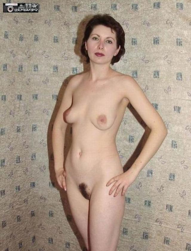 Девицы с упругими попами оголили свои сиськи - секс порно фото