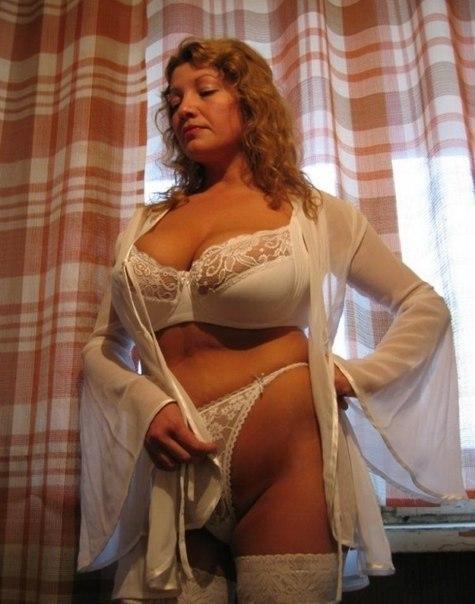 Грудастые мамочки обнажили сиськи и пышные попки - секс порно фото