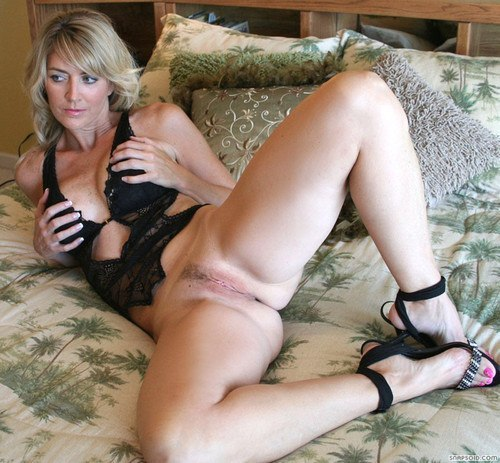 Страстные мамочки хвастаются шикарными формами - секс порно фото