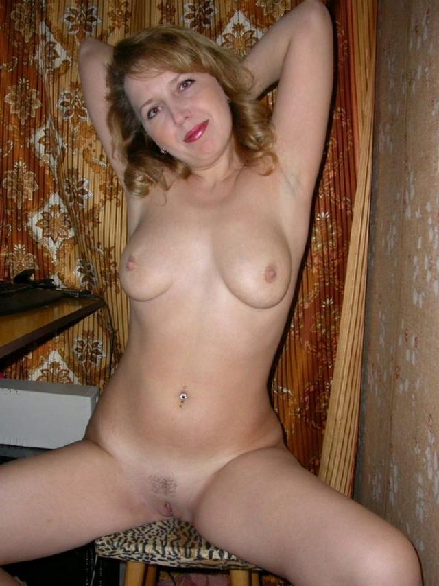 Горячие мамки выставили свои дыньки и пилотки на показ - секс порно фото