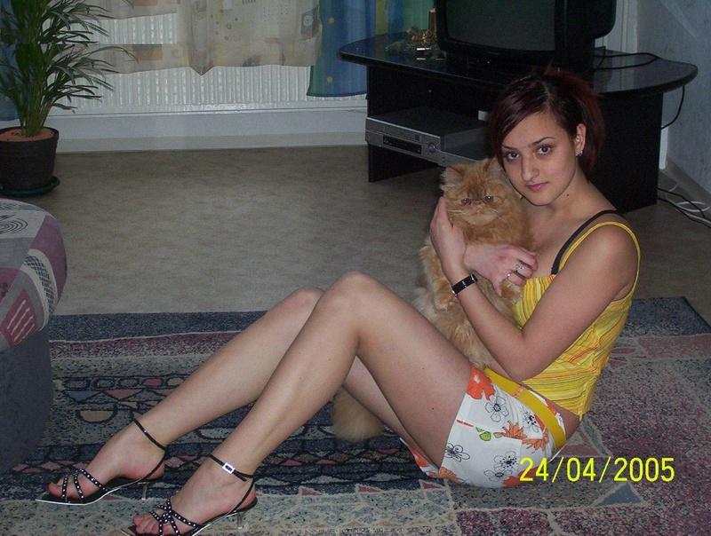 Парень снимает русскую подружку дома и на улице - секс порно фото