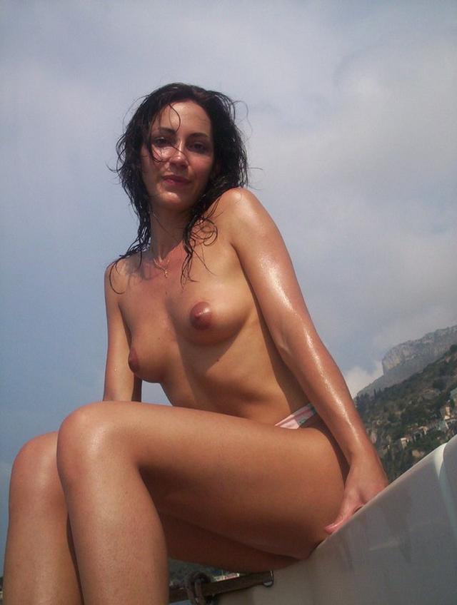 Любительницы обнажают упругие попки и показывают письки - секс порно фото