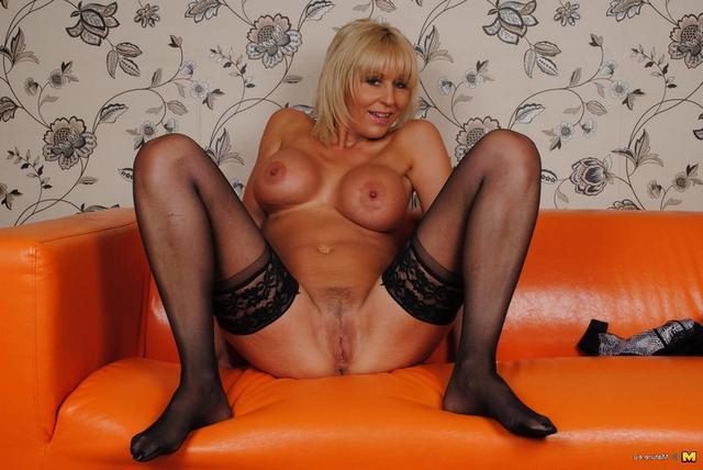 Бритые киски мамок в домашней обстановке - секс порно фото