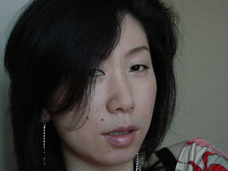 Азиатскую мамочку дерут в волосатую киску крупным планом - секс порно фото