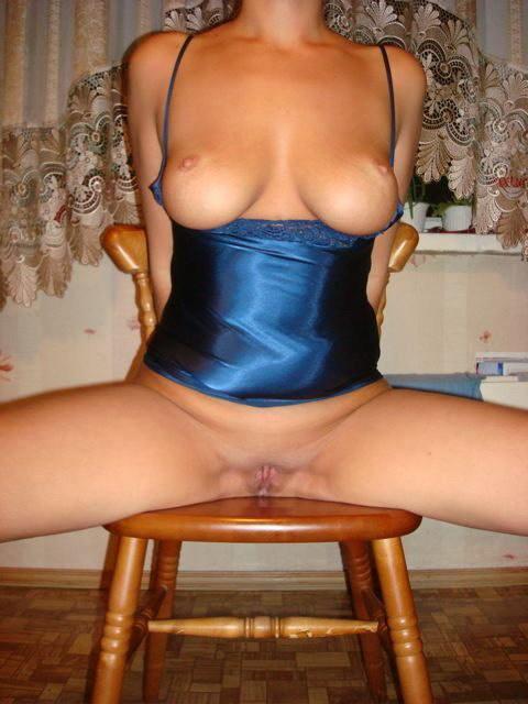 Муж снимает развратную женушку в нижнем белье - секс порно фото