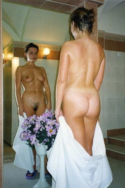 Дамочки светят попками дома и на природе - секс порно фото