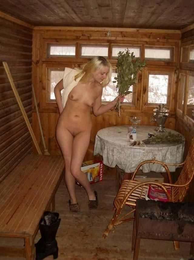 Зрелых домохозяек фотографируют мужья по всему дому - секс порно фото