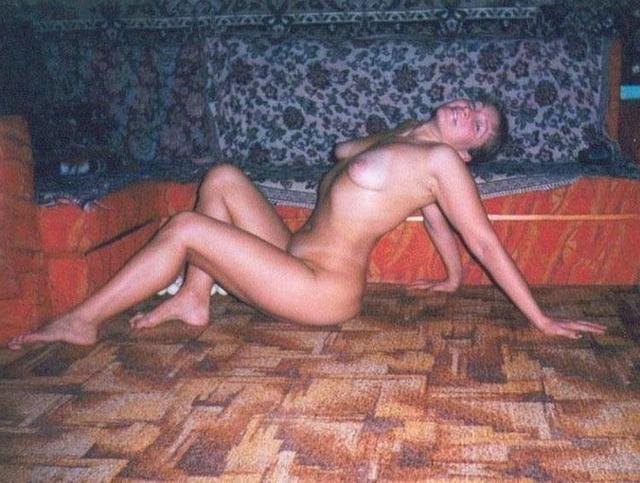 Русские цыпочки обнажаются в домашней обстановке - секс порно фото
