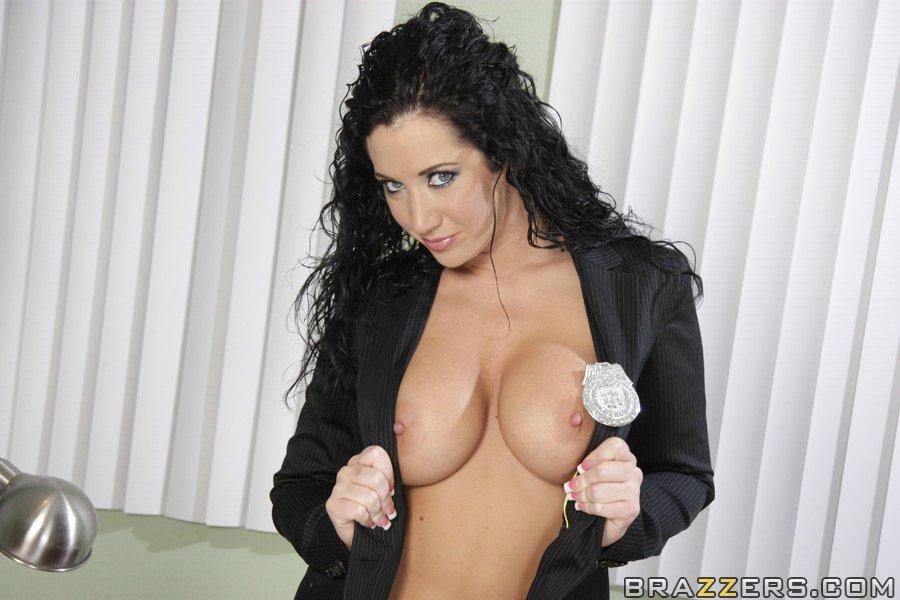 Грудастая секретарша снимает трусики и показывает свою киску - секс порно фото