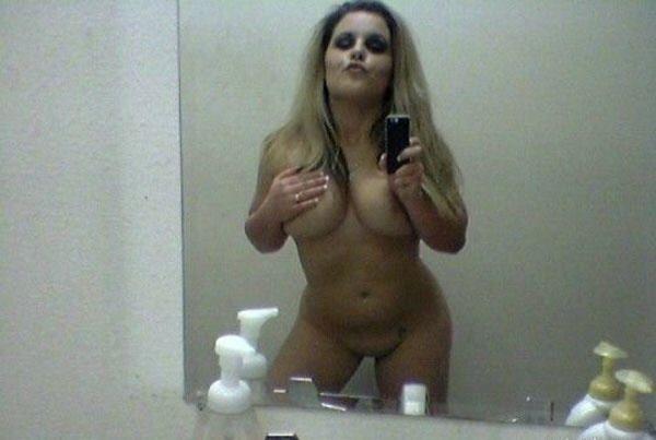 Зеркальные селфи молодых девушек - секс порно фото