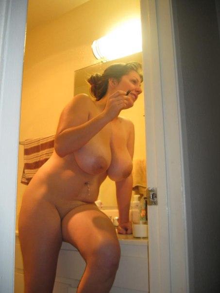 Голые девушки хвастаются своими прелестями - секс порно фото