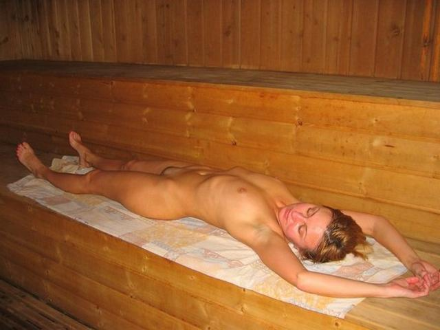 Голые девушки в русской бане - секс порно фото