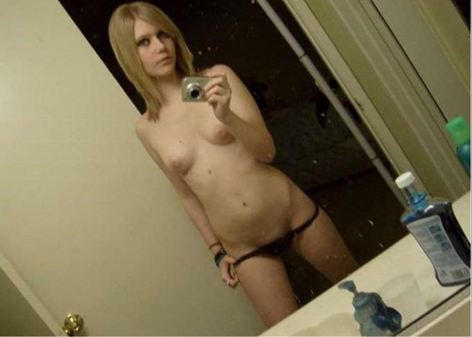 Откровенные селфи голых студенток - секс порно фото